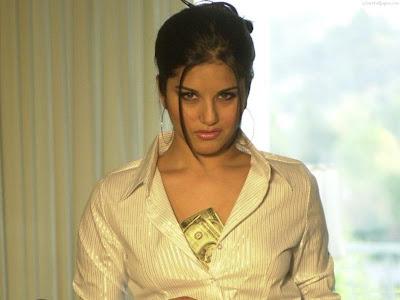 Sunny Leone Glamorous Model Wallpaper