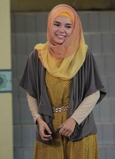 Trend Hijab Modern Ala Dewi Sandra