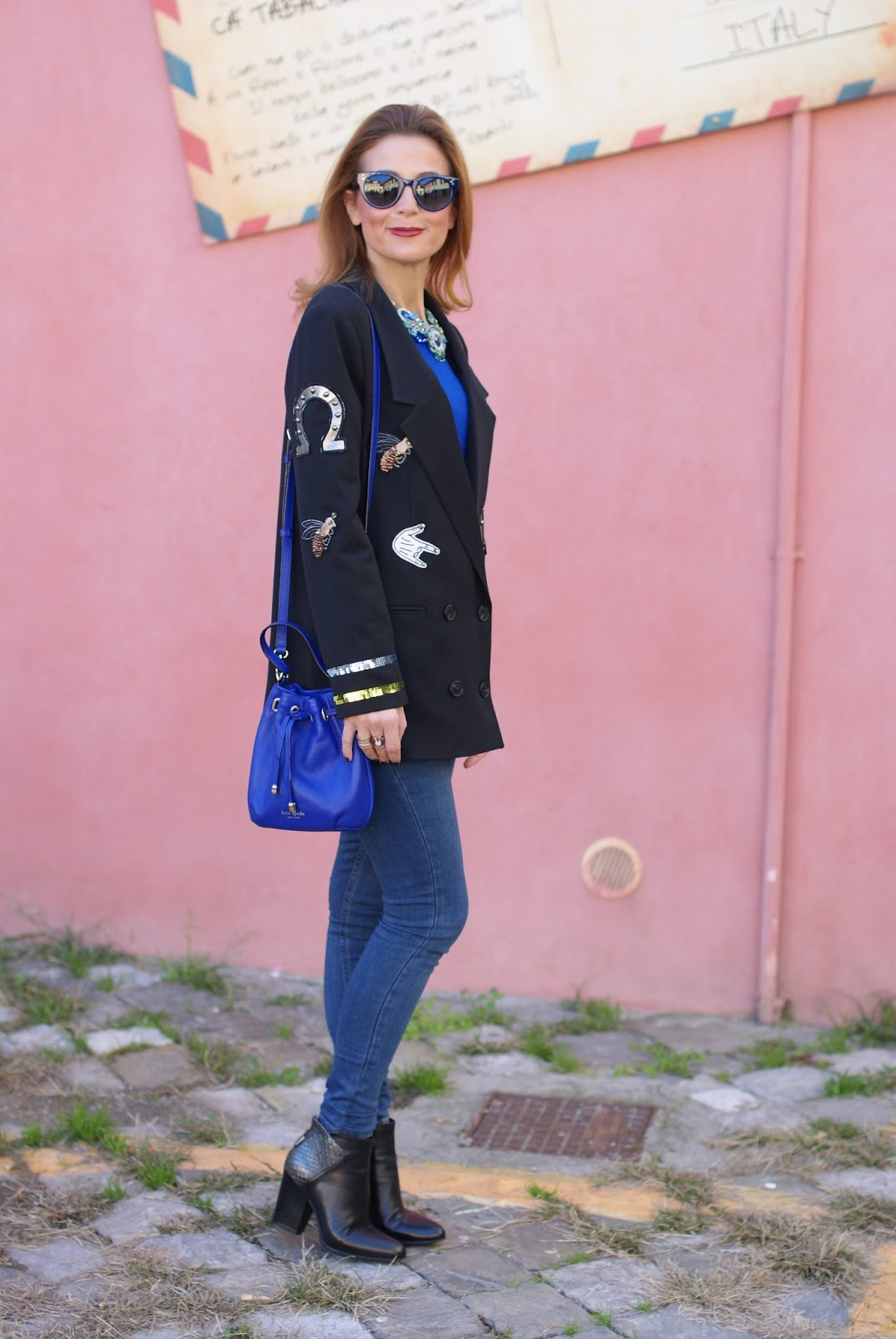 Vogos appliqued blazer and Lorenzo Mari ankle boots on Fashion and Cookies fashion blog, fashion blogger style