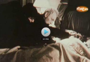 Fotograma de la noticia de RTVE para conmemorar el 35 aniversario de la película El exorcista, de William Friedkin - Cine de Escritor