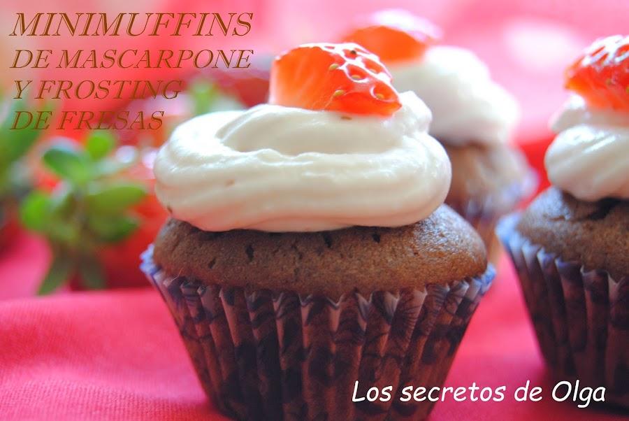 Pequeños bocaditos de placer: mini muffins de queso Mascarpone con frosting de fresas