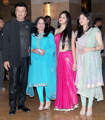 Anu Malik Daughter1 - Anu Malik with Daughters at Vashu Bhagnani's daughter Honey Bhagnani's sangeet