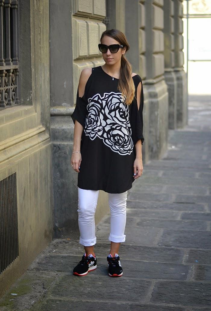 pantaloni bianchi maglia nera