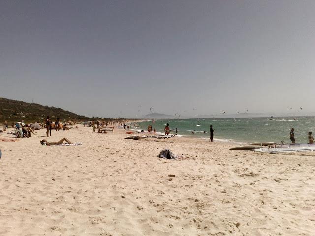 Plaża w Tarifie z widokiem na Afrykę, Hiszpania.