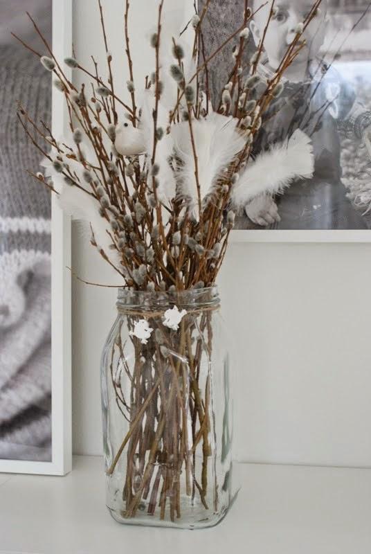 Pääsiäinen, valkoiset höyhenet, minimalistinen