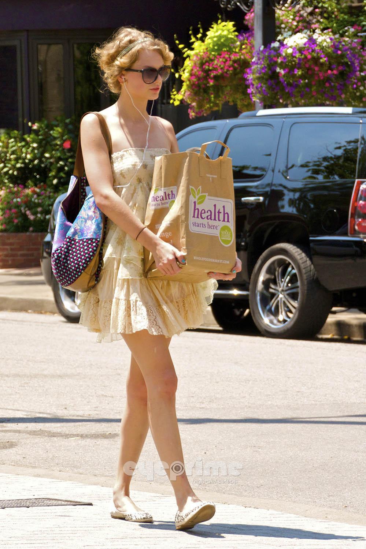 Taylor Swift Nashville Whole Foods