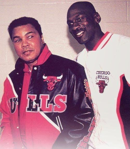 64 Historical Pictures you most likely haven't seen before. # 8 is a bit disturbing! - Muhammad Ali & Michael Jordan, 1992