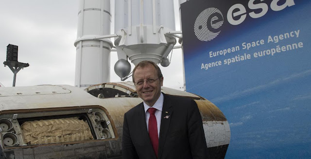 Johann-Dietrich Woerner in front of the ESA Pavilion, at Paris Air and Space Show, on 15 June 2015. Credit: ESA–S. Corvaja, 2015