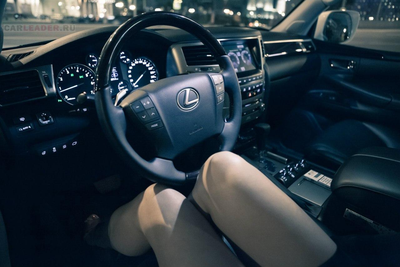 Lexus, dziewczyna w samochodzie, zdjęcia,
