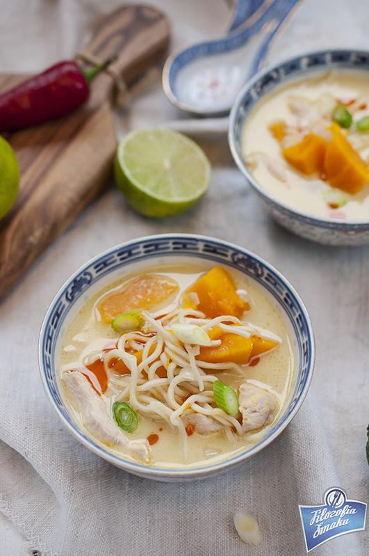 Pikantna zupa z dynią i kurczakiem