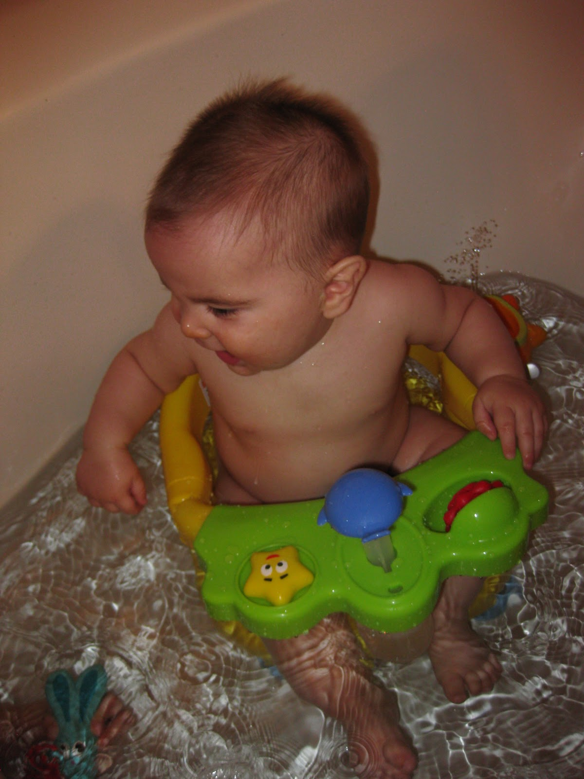 Keeping Up with The Joneses: SJ\'s New Bath Seat
