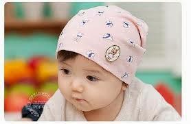 bayi imut pakai topi