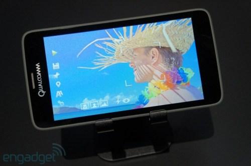 Nuova tecnologia con display da 5,1 pollici Mirasol e 2560 x 1440 pixel di risoluzione