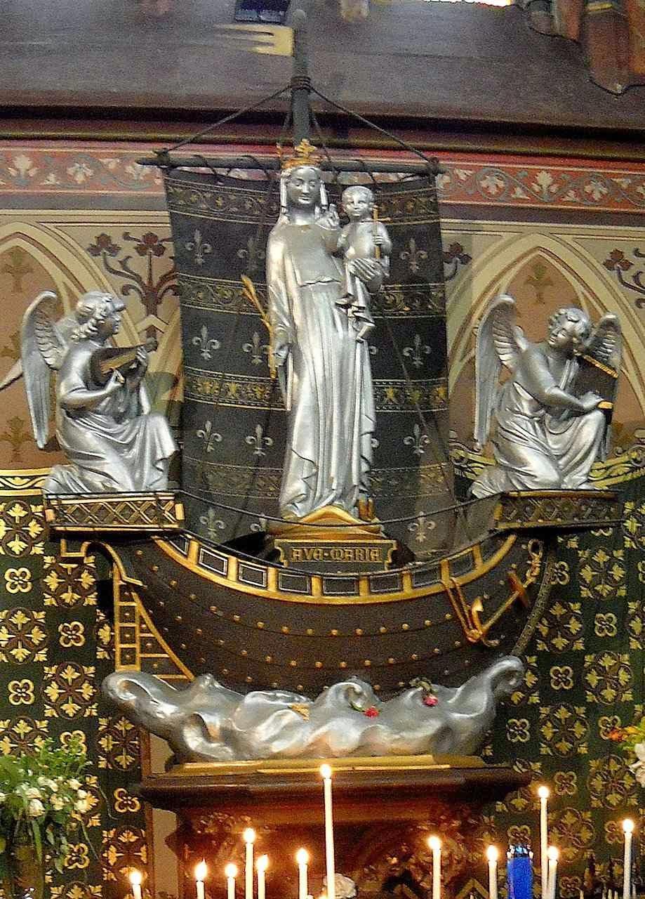 Notre Dame du Grand Retour, na igreja de Boulogne-Billancourt, região parisiense.