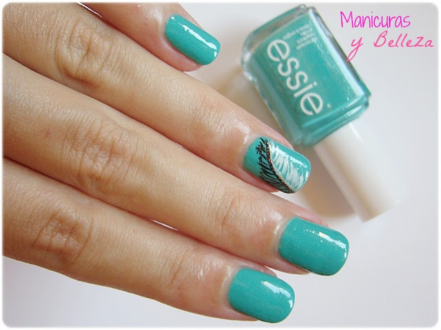Manicura Naughty Nautical Essie coleccion verano 2013 Uñas decoradas con plumas Feather nails nail art concurso sorteo ganado