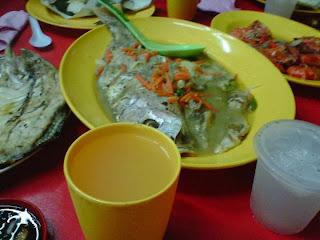 coconut rice, food, fried prawns, fried squid, ikan bakar, malaysia food, malaysia sea food, nasi lemak, recipes, sea food, sea food melaka, top sea food, tourism