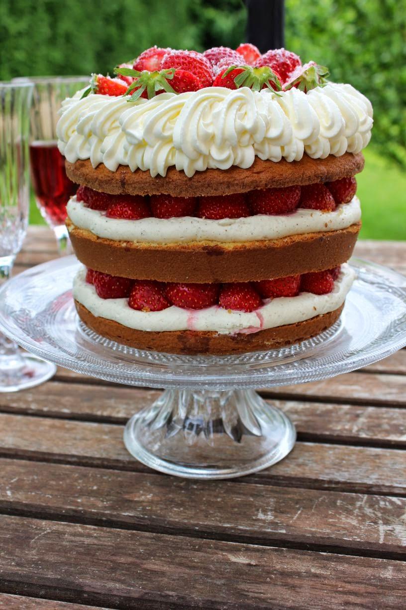 Au menu du jour: Naked Cake coco, fraises et chocolat blanc