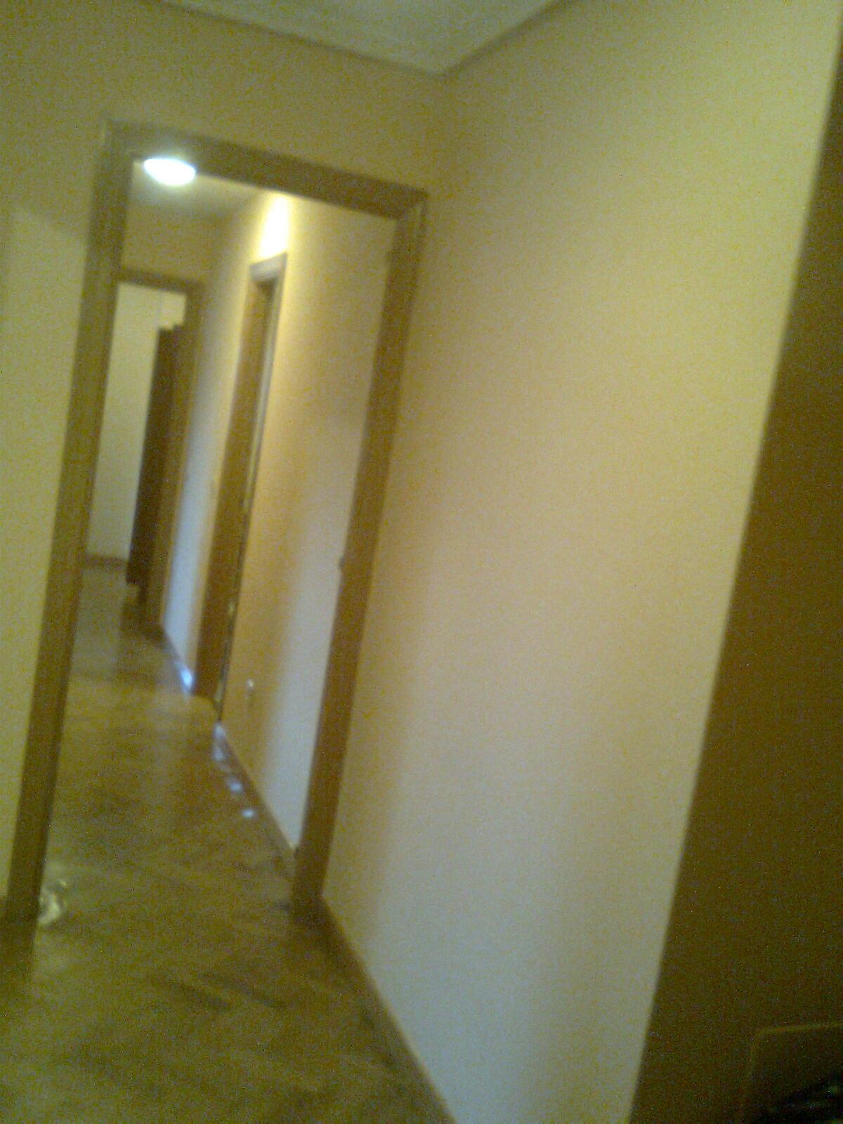 Pintura y decoraci n madrid piso en pl stica color ocre for Decoracion piso en madrid