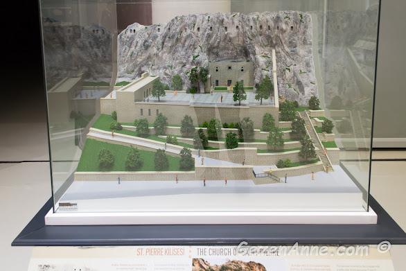 Hristiyanlığın ilk kiliselerinden biri olarak geçen St Pierre kilisesi maketi, Hatay arkeoloji müzesi