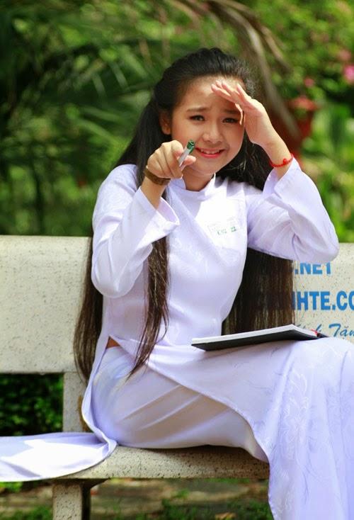Diễn viên nhí Tam Triều Dâng xinh xắn với áo dài 8