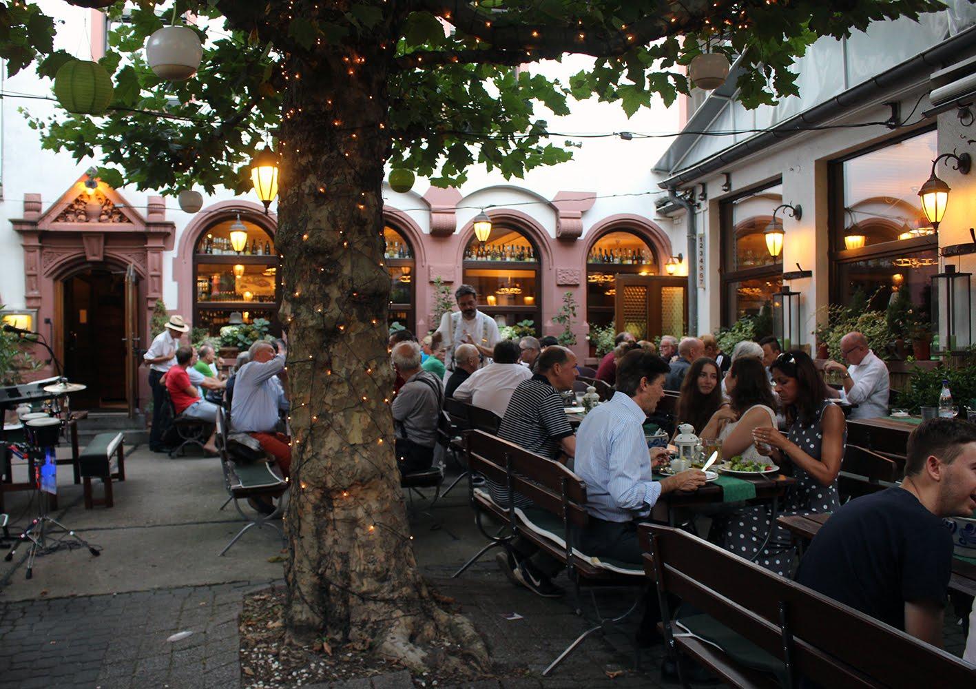 Frankfurtin ravintolat ja museot