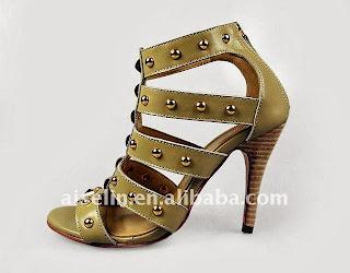 Sapatos de salto alto feminino.