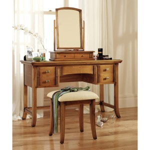 Dressing table the beauty bin for Beauty parlour dressing table images