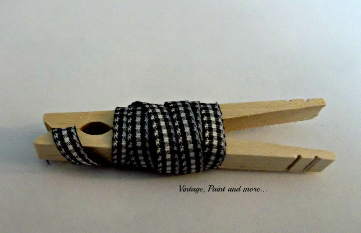Vintage, Paint and more... storing ribbon on clothespins