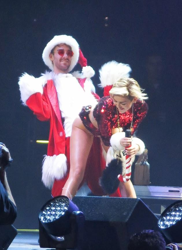 Miley Cyrus bailando twerking con Papá Noe
