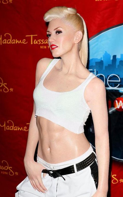 Gwen Stefani Gets WAXED!