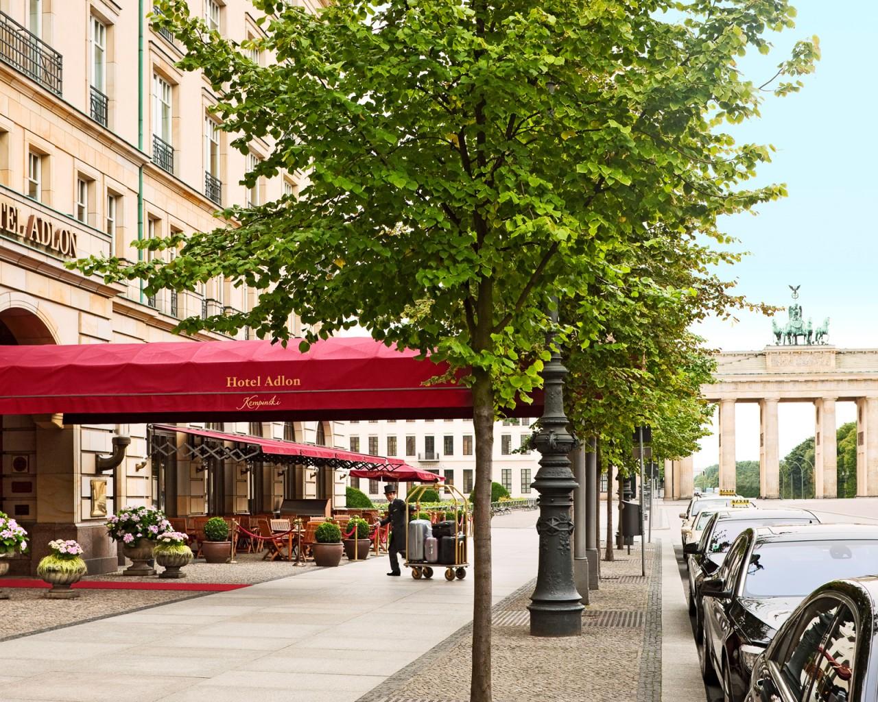 portão de brandenburg foto divulgação salão de baile do hotel #4B5F10 1280 1024