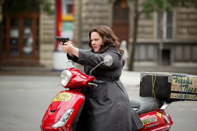 Melissa McCarthy Susan Cooper gun Spy 2015 still