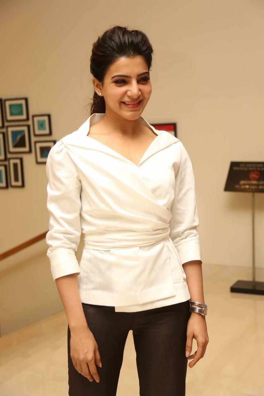 Samantha Stills In White Shirt