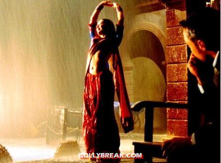 Kareena Kapoor Chameli - (3) - Poll: Which is Bollywood's Hottest Rain Song?