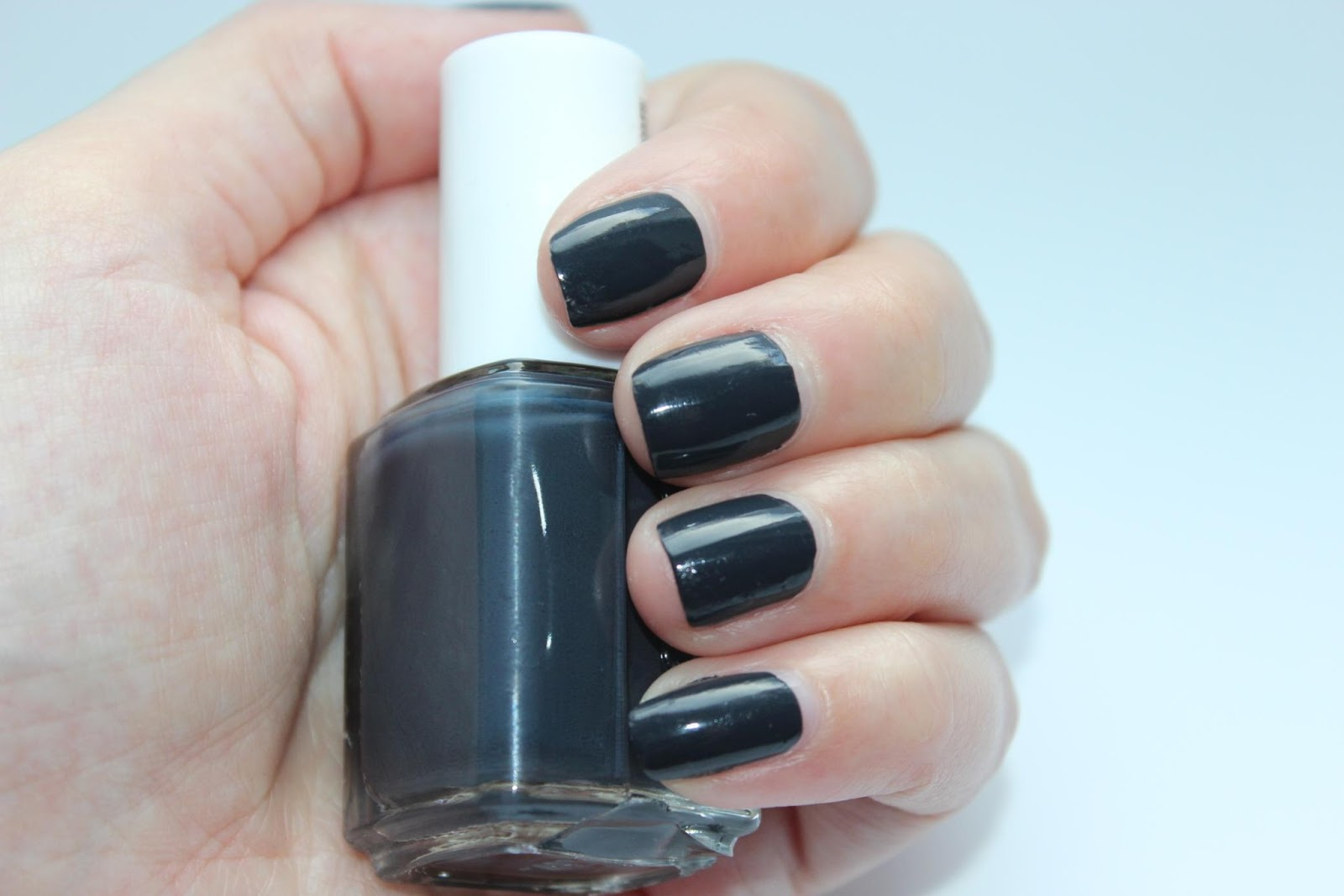essie bobbing for baubles swatches die 5 neuen farben welche gehen m ssen kirschbl tenblog. Black Bedroom Furniture Sets. Home Design Ideas