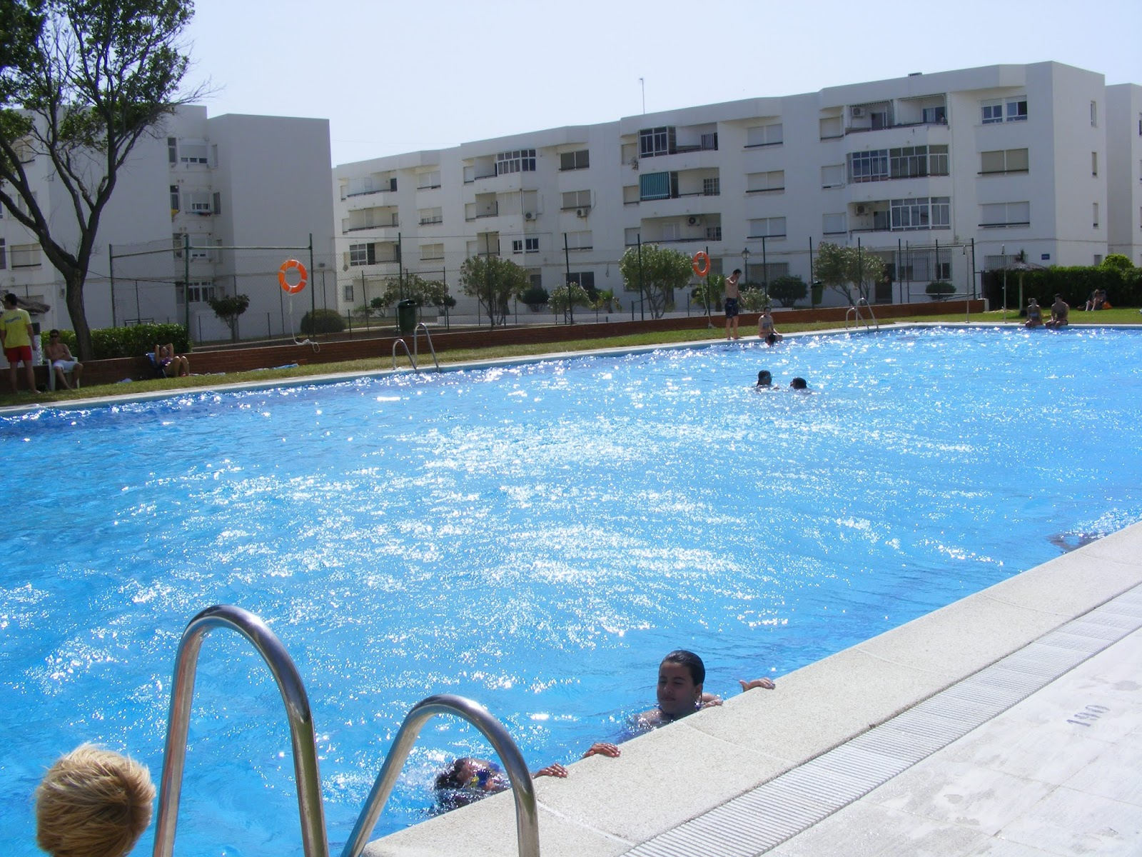 Vistas desde la piscina vacaciones econ micas for Piscinas economicas