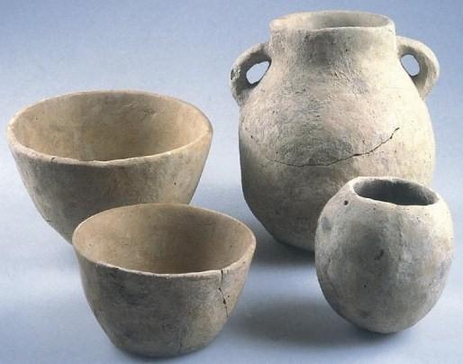 African Ceramic And Stone : Cerca de ella podemos ver zonas nucleares neolíticas