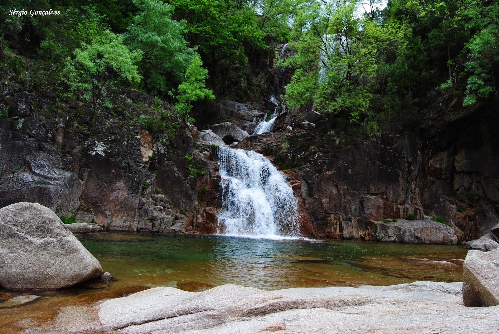 Fecha das Barjas, mais conhecida como cascata do Taiti