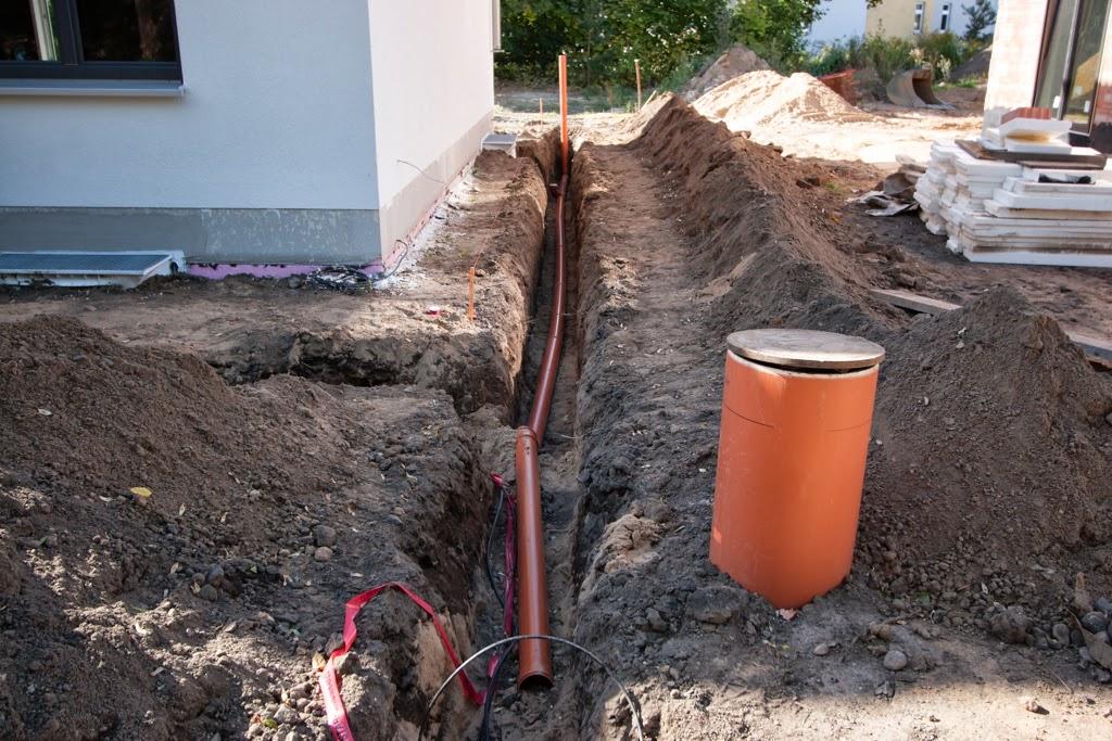 hum 39 s baublog tag 137 138 fertigstellung regenwasserohre. Black Bedroom Furniture Sets. Home Design Ideas