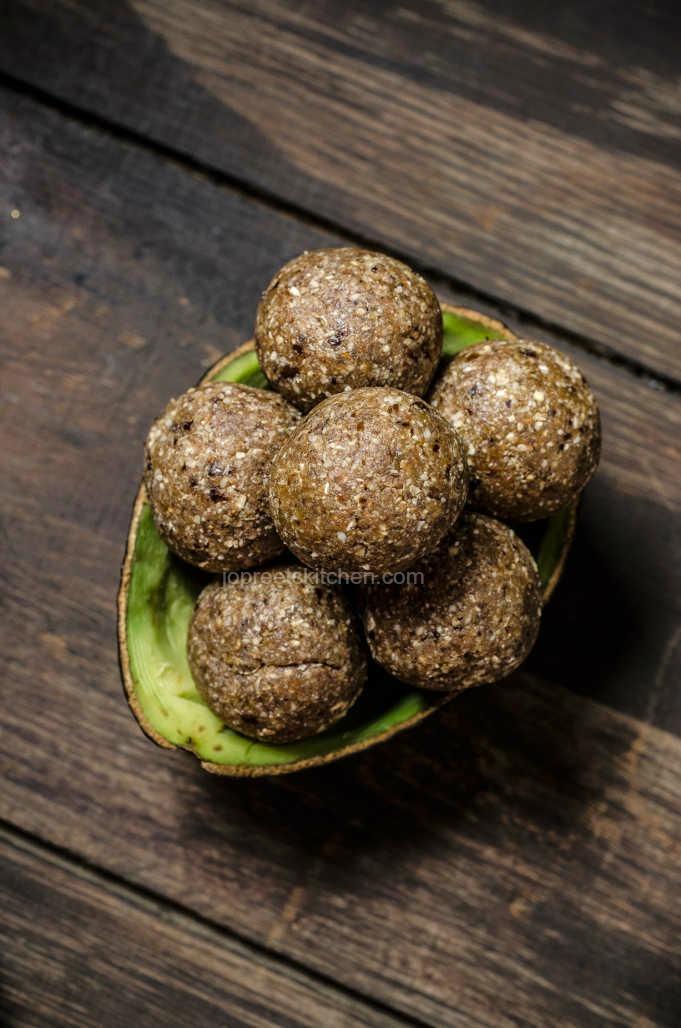 Oats, Avocado & Nuts Balls - No Bake Energy Balls