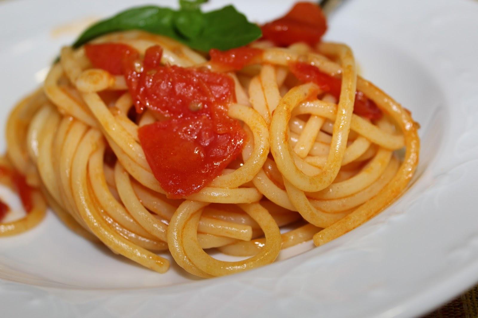 Pasta Al Pomodoro Recipes — Dishmaps