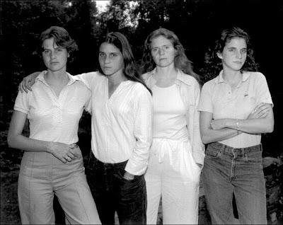 irmãs fotografadas todos os anos por marido de uma delas transformações com a idade e o tempo