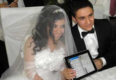 idegue-network.blogspot.com - Wah,, Pasangan Ini Menikah di Twitter