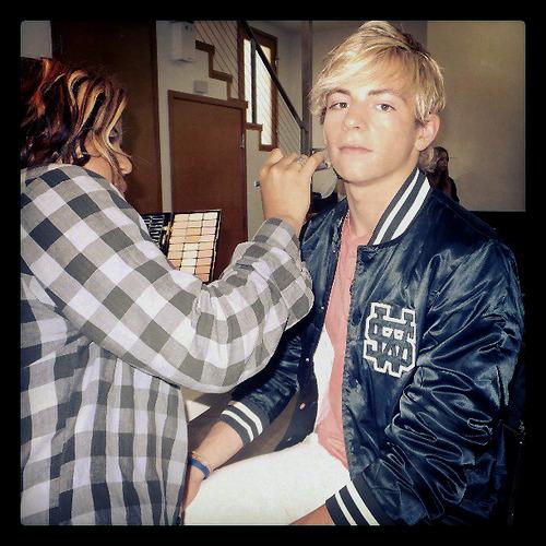 Ross Lynch Brasil: Ross faz photoshoot para o Just Jared Jr.