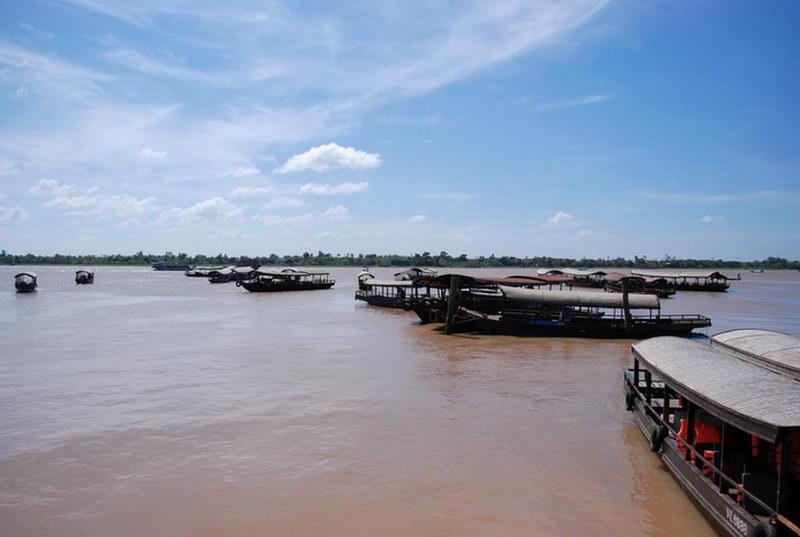 Đi thuyền tham quan Chợ nổi Cái Bè, Tiền Giang