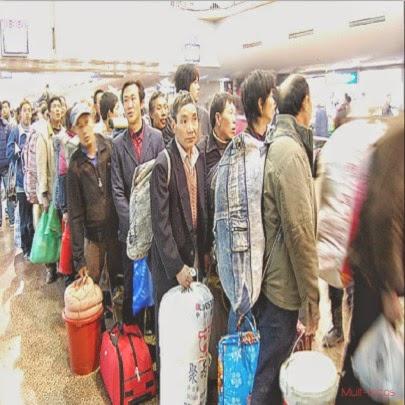 Fila na China a espera de trem