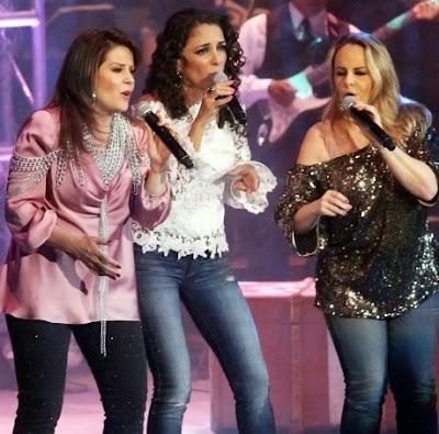 Pandora cantando en concierto