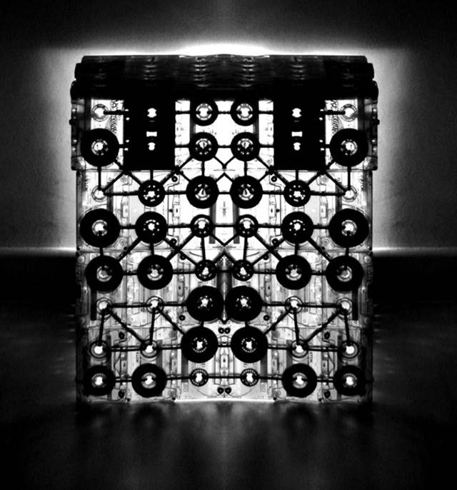 kaset hitam putih