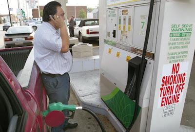 ¿Porqué los celulares no deben usarse en una gasolinera?