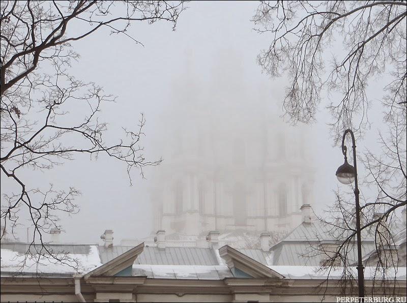 Санкт-Петербург туманный фото Смольного собора